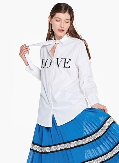 Love Nakışlı Yaka Pencereli Gömlek-Twist